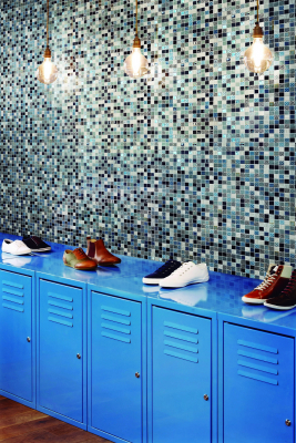 Fred Perry, München, Munich, Germany. Architect: BuckleyGrayYeoman, 2012. Black tiled wall with display lockers.